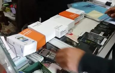 (Video) 14 celulares fueron retenidos en operativo realizado en locales comerciales.