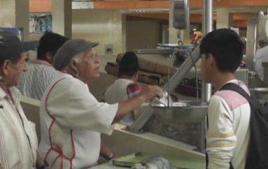 (Video) Los precios de mariscos varían; comerciantes señalan que sus ventas han bajado