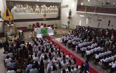 (Video) 228 Niños recibieron el Sacramento de la Comunión en Catamayo.