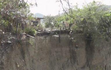 (Video) Moradores de Mirador Alto en zozobra por área que representa peligro para viviendas