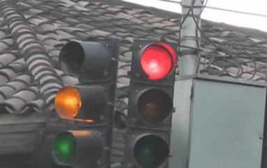 (Video) Nuevamente hay cuestionamientos por mal funcionamiento de semáforos en Catamayo