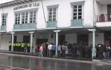 (Video) Maestros jubilados no descartan ir a huelga de hambre sino se cancela pago del incentivo económico.