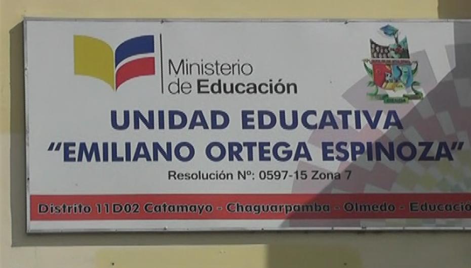 (Video) Estudiantes de la Unidad Educativa Emiliano Ortega Espinoza inician este miércoles exámenes