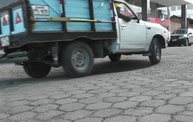 (Video) Ciudadano pide a las autoridades el arregló de la calzada de las calles Primero de Mayo y Bolívar.
