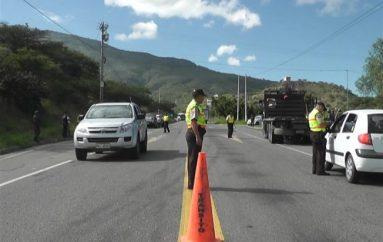 (Video) Instituciones de control y seguridad realizaron operativo en la vía Loja-Catamayo.