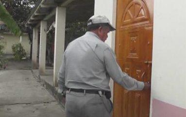 (Video) Delincuentes roban dinero y pertenencias en vivienda de adultos mayores