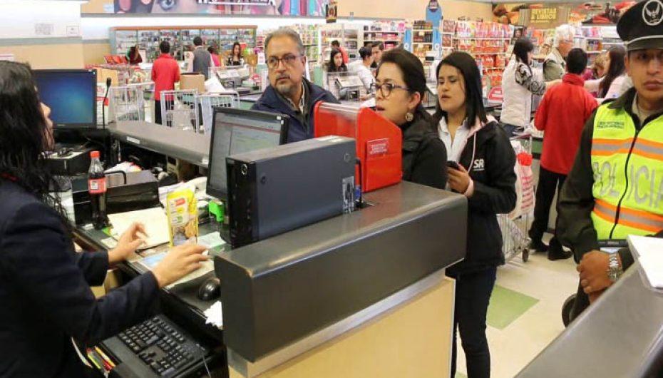 (Video) Locales comerciales de Loja cumplen con la disminución del 2% del IVA en el valor de sus productos.