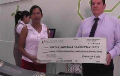 (Video) Catamayense ganó premio de sorteo realizado por el Banco de Loja