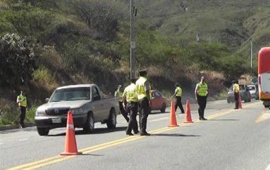 (Video) Operativo para controlar el transporte informal se cumplió en la vía Catamayo-Loja.