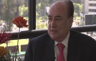 (Video) Gustavo Larrea, líder del Movimiento Nacional Democracia Si, cumple agenda mañana en Loja.