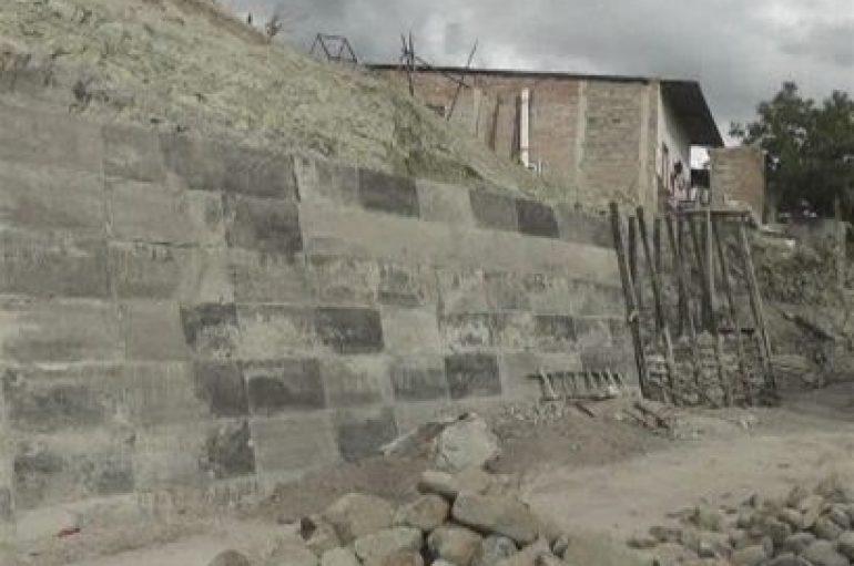 """(Video) Construcción de muro en """"ciudad perdida"""" beneficiará también a familias del sector Girasoles"""