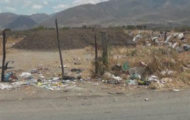 (Video) Depósito de escombros en La Vega parece un relleno sanitario, dice morador