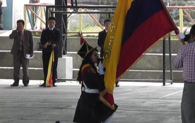 (Video) Estudiantes de la Unidad Educativa San Juan Bautista cumplieron con el juramento de la Bandera.
