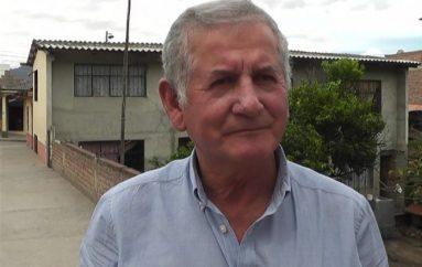 (Video) Coordinación de Maestros Jubilados esperan ser atendidos por el Presidente de la República.