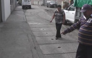 (Video) Tránsito de vehículos pesados en calle ocasiona daños a vía y aceras