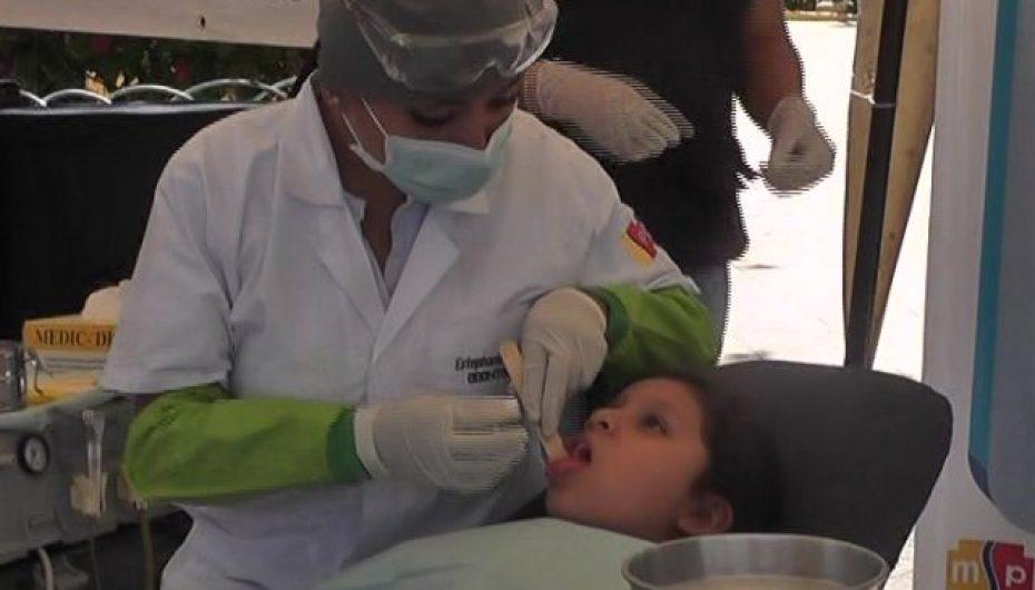 (Video) Distrito de Salud 11D-02 realizó feria de salud odontología en el parque central de Catamayo.