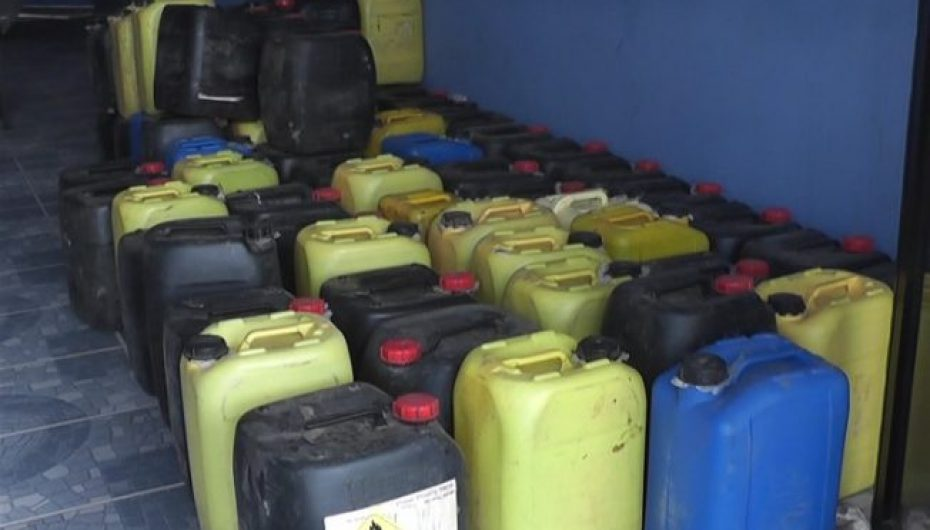 (Video) 1600 litros de licor artesanal se decomisan en Catamayo.