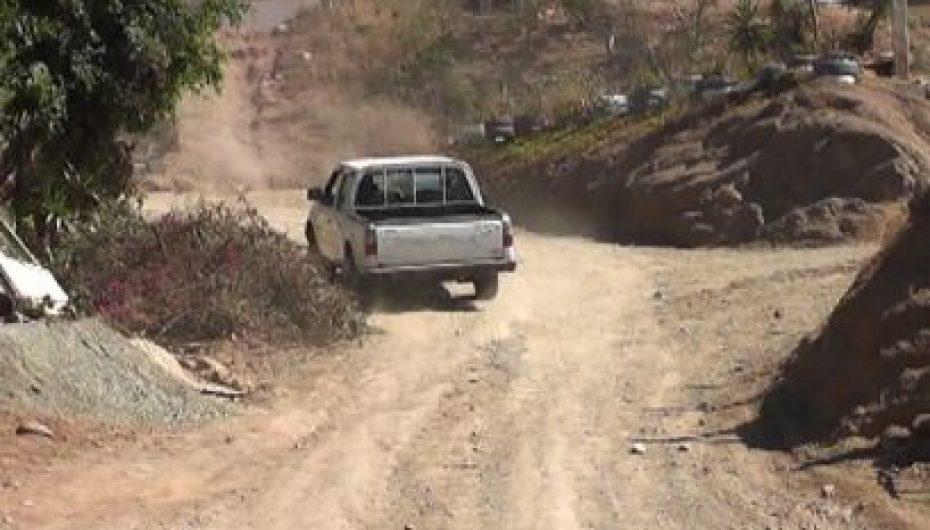 (Video) Moradores piden al Municipio arreglo de vía al barrio San Antonio Alto