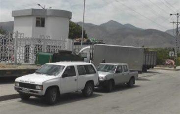 (Video) Persisten reclamos por vehículos estacionados en acera frente a SENAE