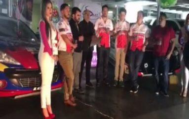 (Video) Pilotos lojanos que participarán en vuelta a la república presentaron sus vehículos en Quito