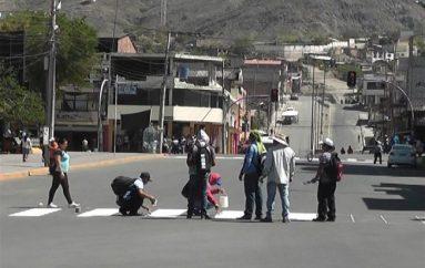 (Video) Sindicato de Chóferes de Catamayo trabaja en el mantenimiento de las señales de tránsito.