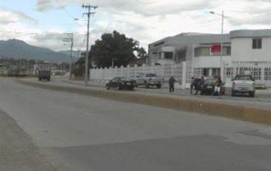 (Video) Vehículos que sean incautados por SENAE ya no obstruirán acera en las afueras de institución