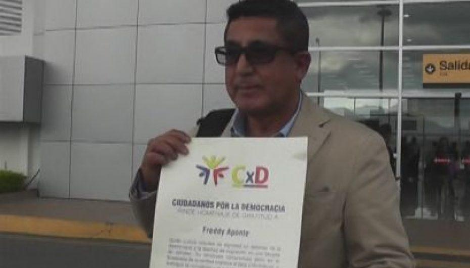 (Video) Periodista Fredi Aponte dedica su reconocimiento a ciudadanos y nuevas generaciones del periodismo