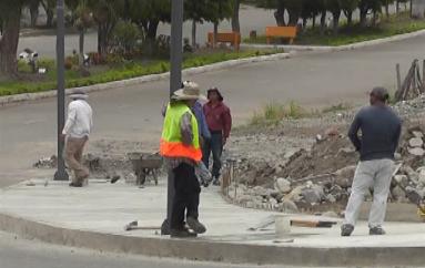 (Video) Municipio de Catamayo realiza trabajos en la Avenida Isidro Ayora.