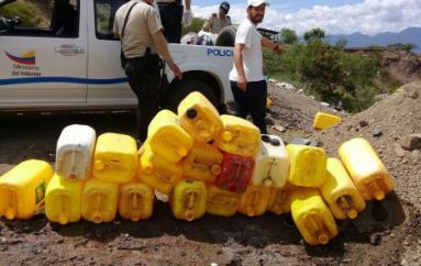 (Video) Autoridades realizaron la destrucción de 625 litros de alcohol artesanal.