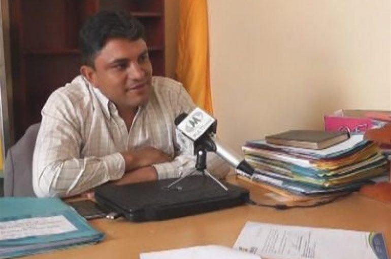 """(Video) Armando Figueroa: """"Con apoyo de padres de familia y autoridades lograremos proyectos en institución"""""""