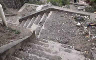 (Video) Escalinatas de San Vicente presentan descuido, morador pide al Municipio intervenir