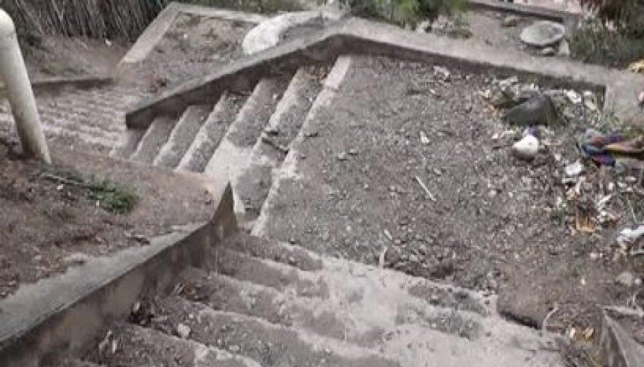 (Video) Escalinatas de San Vicente presentan descuido, morador pide al Municipio intervenir