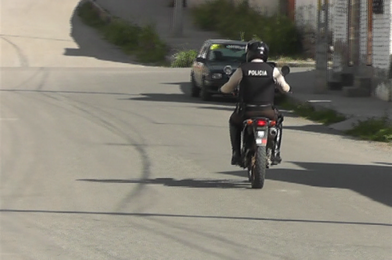 (Video) Policía captura a sujeto que se dedicaba a robar accesorios de vehículos en Catamayo.