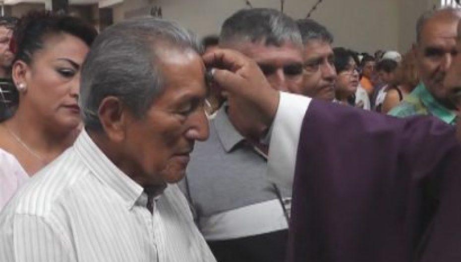 (Video) Católicos recibieron imposición de ceniza en templos de Catamayo