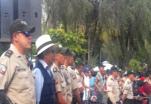(Video) Autoridades decomisan licor artesanal en un centro turístico de la ciudad.