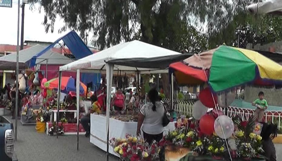(Video) Comercio se intensifica en Catamayo por San Valentín.