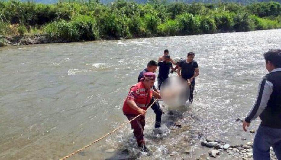 (Video) Bomberos y turistas rescataron cuerpo de menor que se ahogó en río Catamayo