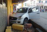 Vehículo impacta y destruye pilar de una vivienda en Catamayo