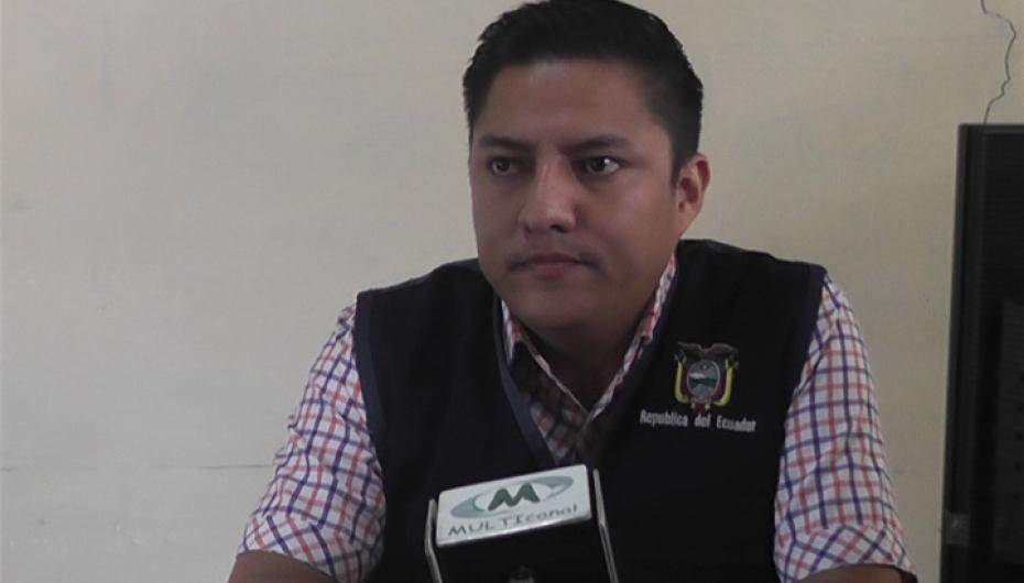 (Video) Varios litros de licor artesanal fueron decomisados por la Comisaría Nacional.