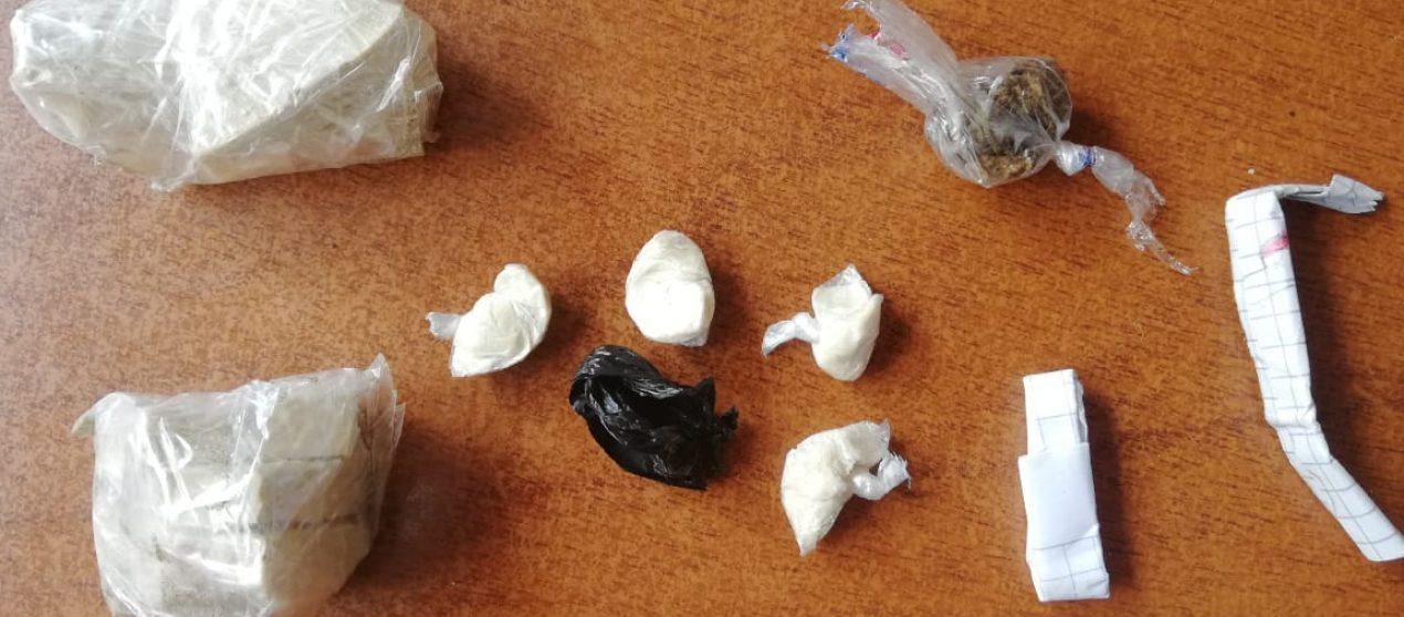 (Video) Un adolescente de 16 años fue retenido por llevar en su mochila 50 gramos de droga
