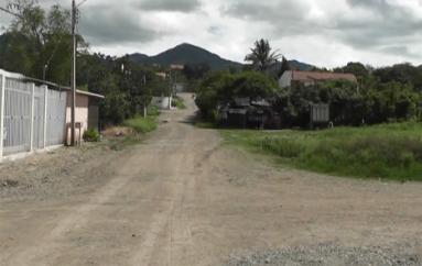 (Video) Moradores continúan colaborando para la construcción de la casa comunal en sector 15 de Noviembre.