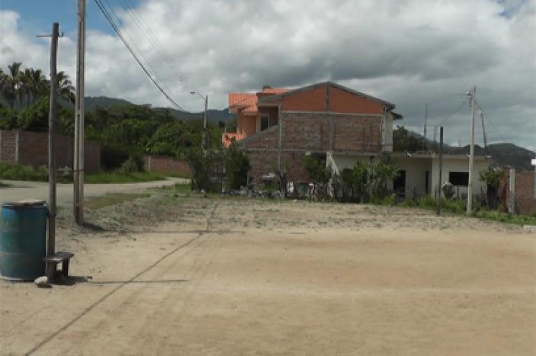 (Video) Moradora del barrio 15 de noviembre pide a las autoridades obras para su sector