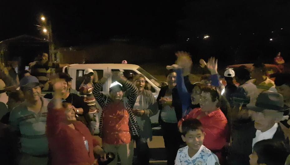 (Video) Centro de acopio mayorista con puertas cerradas; comerciantes y agricultores venden sus productos en las calles de San José