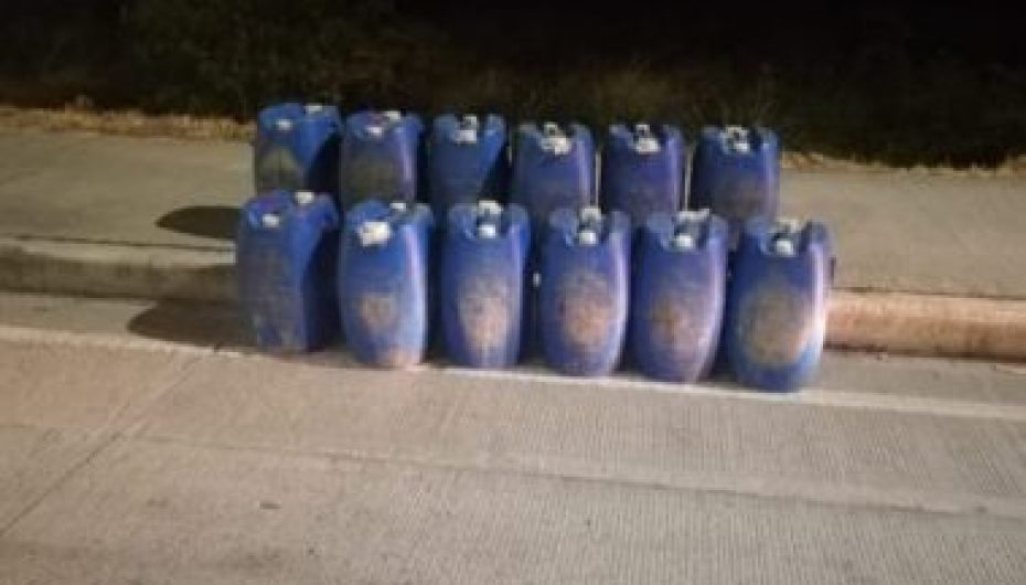 (Video) Unidad de Control de Fronteras decomisó licor artesanal en Catamayo.