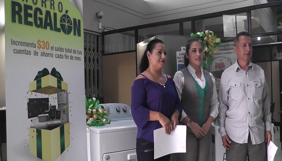 """Tercer sorteo de campaña """"Ahorro regalón"""" benefició a usuarios del Banco de Loja agencia Catamayo"""