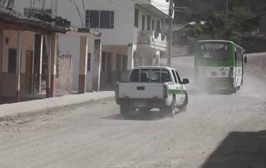 (Video) Moradores piden al Municipio de Catamayo mantenimiento a calles que se encuentran en mal estado.