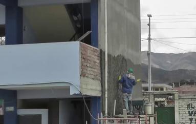 (Video) Trabajos de infraestructura se realizan en la Unidad Educativa Emiliano Ortega Espinoza.
