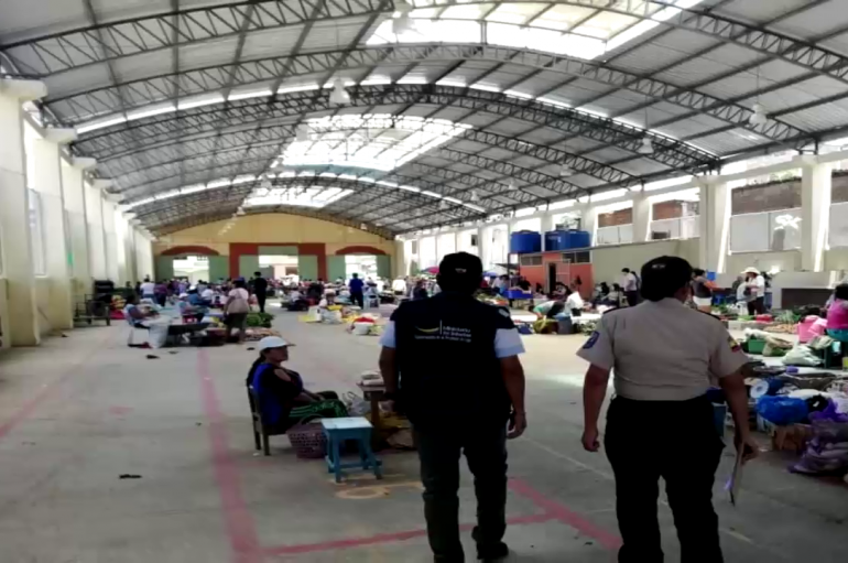 (Video) Comisaría Nacional realiza operativos en la feria libre de Catamayo.