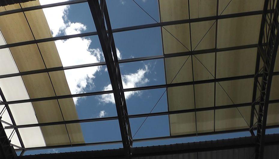 Comerciantes aseguran que les habrían pedido dinero para reparar techo de centro de acopio