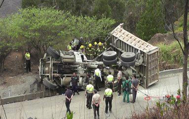 Surgen primeras hipótesis de lo que habría originado el accidente en la vía Loja – Catamayo.